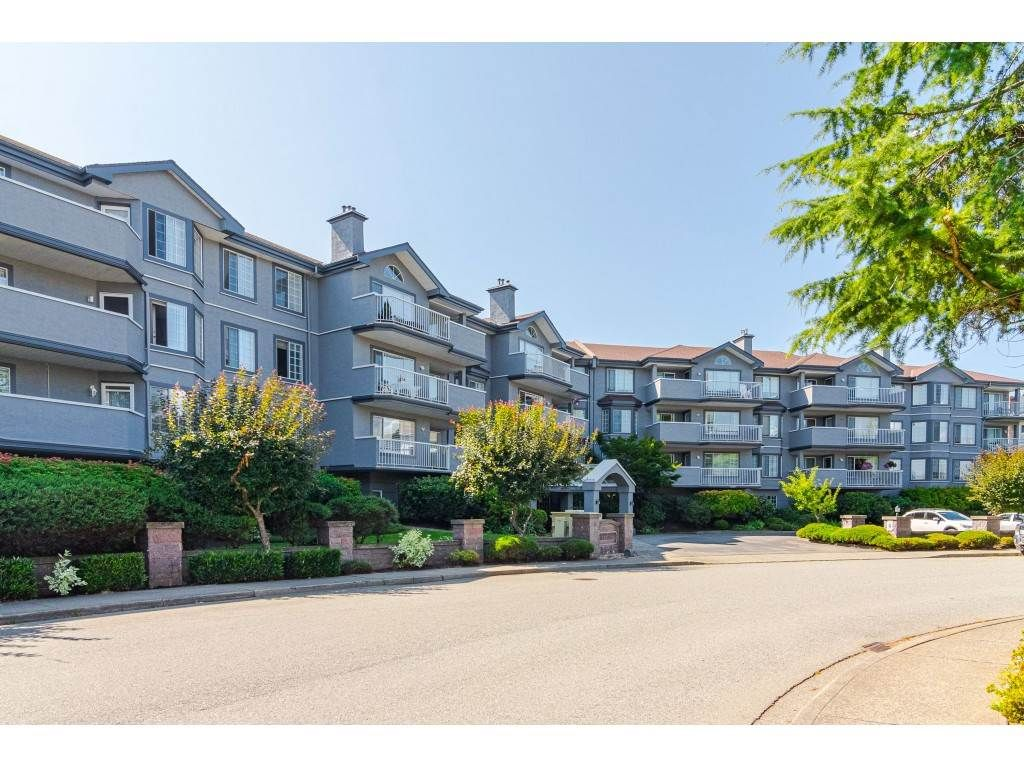 """Main Photo: 204 5375 205 Street in Langley: Langley City Condo for sale in """"Glenmont Park"""" : MLS®# R2500306"""