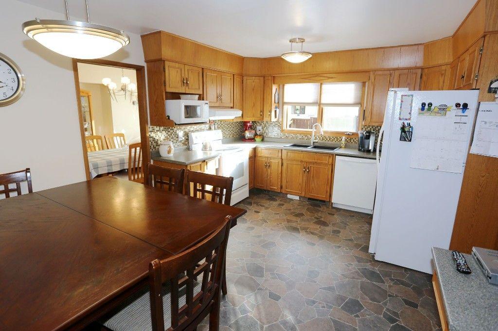 Photo 14: Photos: 2 Hazel Park Drive in Winnipeg: Richmond West Single Family Detached for sale (1S)  : MLS®# 1728254