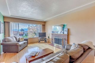 Photo 2: 7796 ROSEWOOD Street in Burnaby: Burnaby Lake House for sale (Burnaby South)  : MLS®# R2163744