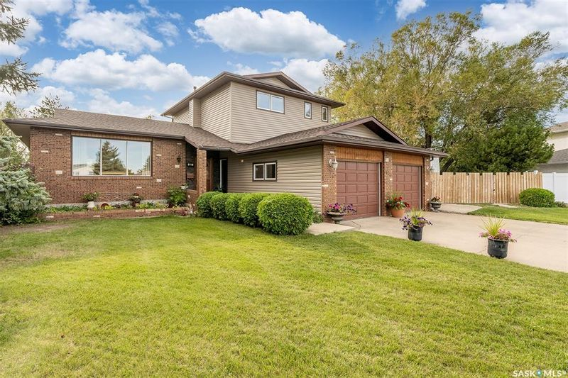 FEATURED LISTING: 1615 Botting Bay Moose Jaw