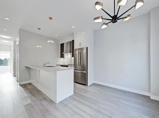 Photo 10: 2806 Edmonton Trail NE in Calgary: Winston Heights/Mountview Row/Townhouse for sale : MLS®# A1089576