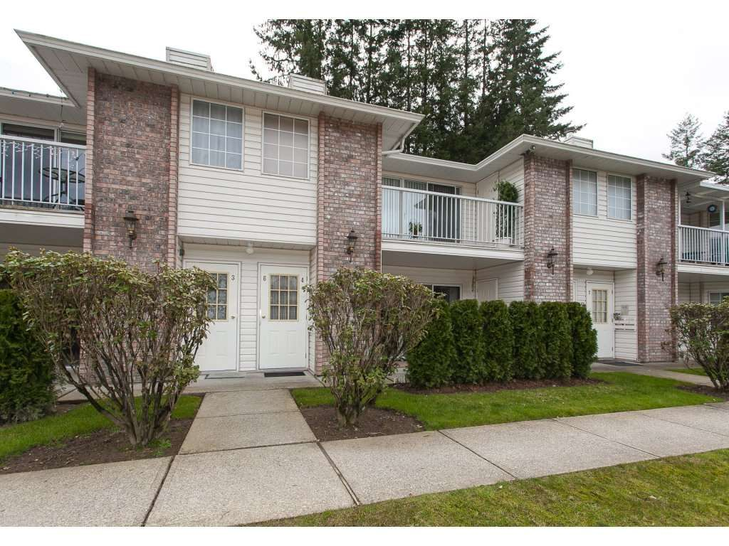 """Main Photo: 4 33123 GEORGE FERGUSON Way in Abbotsford: Central Abbotsford Townhouse for sale in """"The Britten"""" : MLS®# R2238767"""