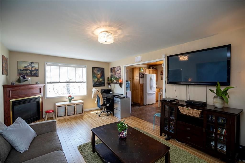Photo 3: Photos: 711 Rosedale Avenue in Winnipeg: Lord Roberts Residential for sale (1Aw)  : MLS®# 202008672