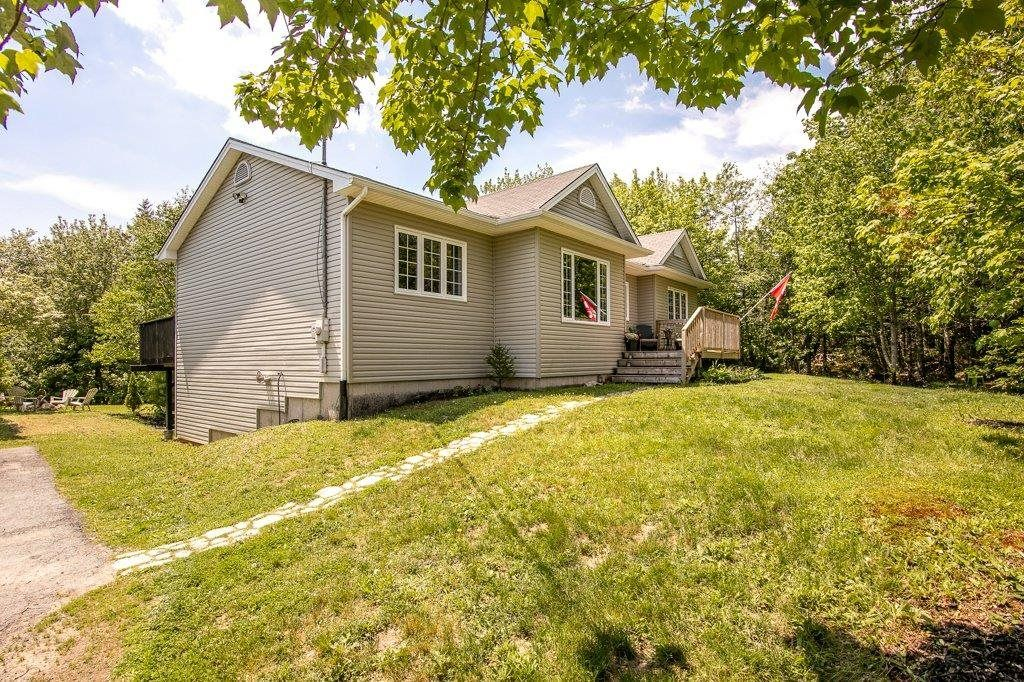 Main Photo: 123 Sussex Drive in Stillwater Lake: 21-Kingswood, Haliburton Hills, Hammonds Pl. Residential for sale (Halifax-Dartmouth)  : MLS®# 202114425