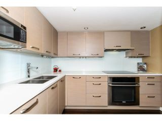"""Photo 10: 2203 739 PRINCESS Street in New Westminster: Uptown NW Condo for sale in """"BERKLEY PLACE"""" : MLS®# V1125945"""