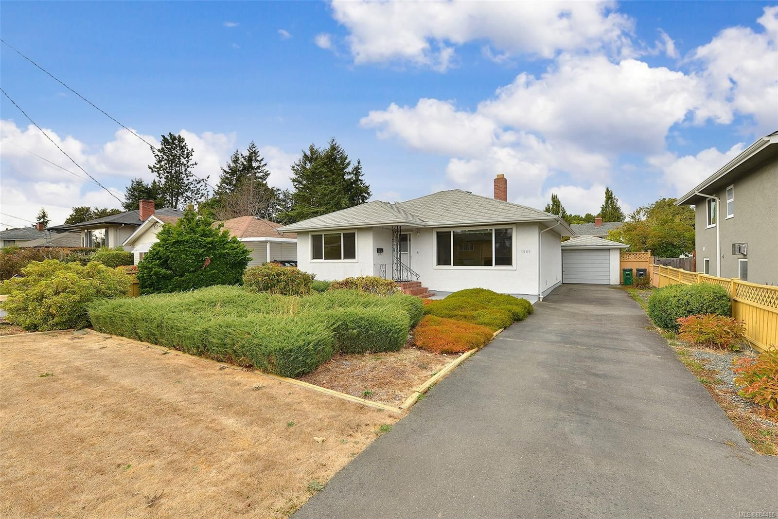 Main Photo: 1960 CARNARVON St in : SE Camosun House for sale (Saanich East)  : MLS®# 884485
