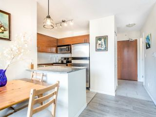 """Photo 7: 803 813 AGNES Street in New Westminster: Downtown NW Condo for sale in """"The News"""" : MLS®# R2435309"""