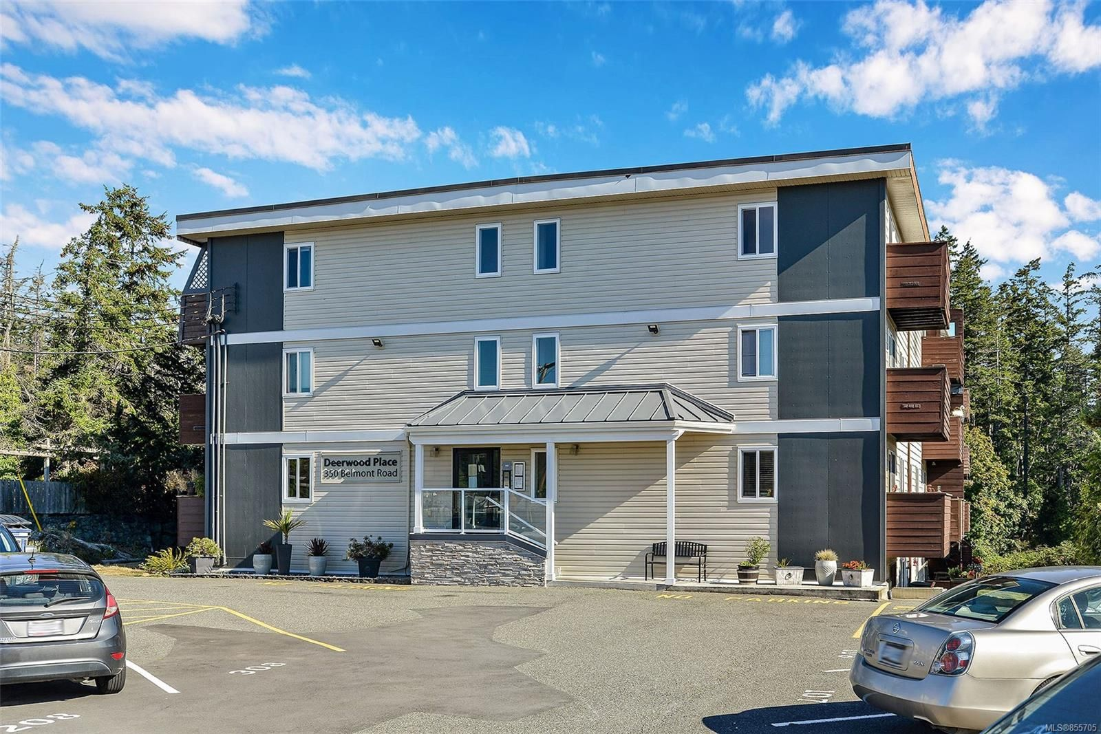 Main Photo: 205 350 Belmont Rd in : Co Colwood Corners Condo for sale (Colwood)  : MLS®# 855705