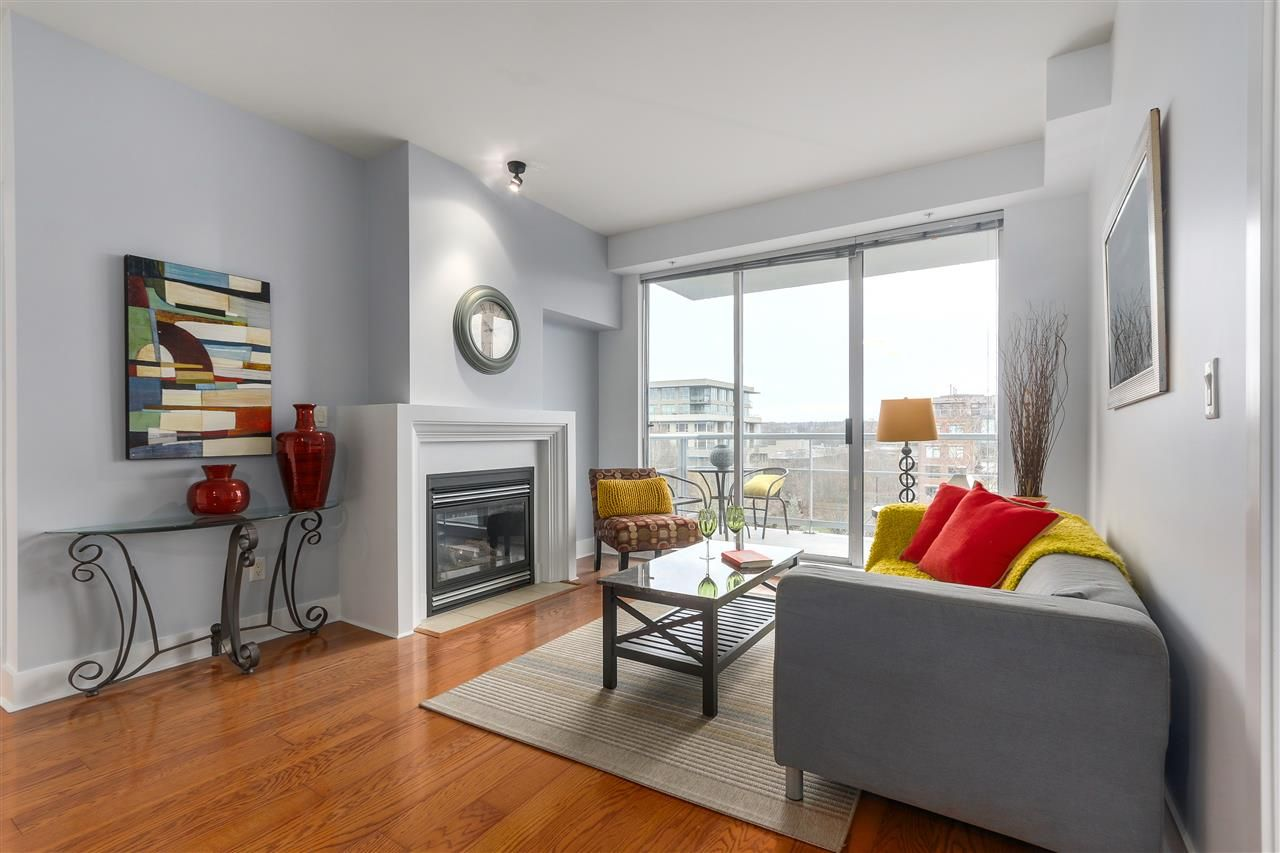 "Main Photo: 506 2655 CRANBERRY Drive in Vancouver: Kitsilano Condo for sale in ""NEW YORKER"" (Vancouver West)  : MLS®# R2329146"