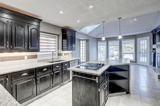 Photo 2: 864 SHAWNEE Drive SW in Calgary: Shawnee Slopes Detached for sale : MLS®# C4282551
