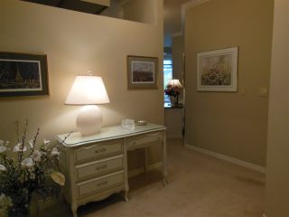 "Photo 2: 401 2800 CHESTERFIELD Avenue in North Vancouver: Upper Lonsdale Condo for sale in ""Somerset Green"" : MLS®# R2116386"