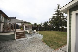 Photo 2: 410 Walter Ave in Victoria: Residential for sale : MLS®# 283473