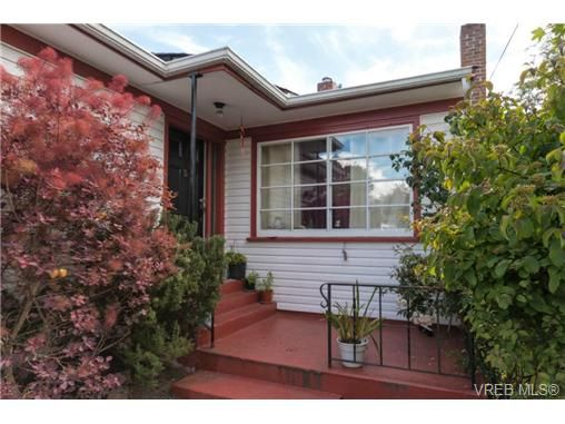 Photo 2: Photos: 3307 Wordsworth St in VICTORIA: SE Cedar Hill House for sale (Saanich East)  : MLS®# 734492