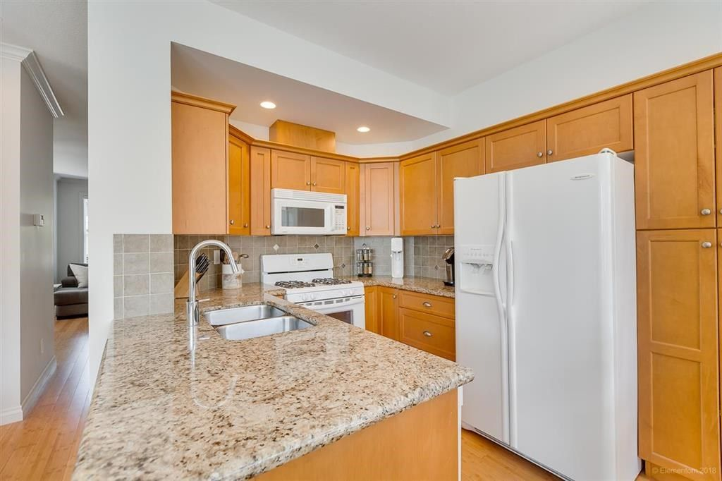 """Photo 5: Photos: 7014 179A Street in Surrey: Cloverdale BC Condo for sale in """"TERRACES AT PROVINCETON"""" (Cloverdale)  : MLS®# R2391476"""