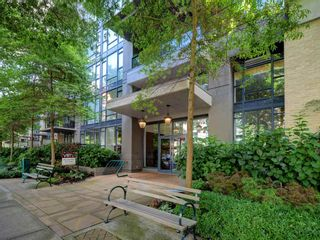 "Photo 2: 906 1650 W 7TH Avenue in Vancouver: Fairview VW Condo for sale in ""Virtu"" (Vancouver West)  : MLS®# R2307388"