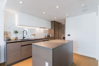 """Photo 3: 2305 620 CARDERO Street in Vancouver: Coal Harbour Condo for sale in """"CARDERO"""" (Vancouver West)  : MLS®# R2603652"""