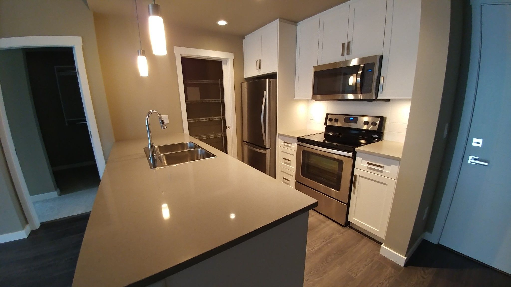 Photo 2: Photos: #209 2242 Whatcom Rd. in Abbotsford: Abbotsford East Condo for rent