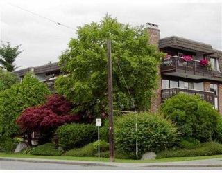 """Photo 6: 302 1610 CHESTERFIELD AV in North Vancouver: Central Lonsdale Condo for sale in """"CANTERBURY HOUSE"""" : MLS®# V606370"""