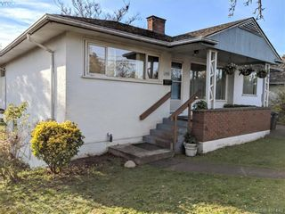 Photo 2: 3868 Carey Rd in VICTORIA: SW Tillicum House for sale (Saanich West)  : MLS®# 801080