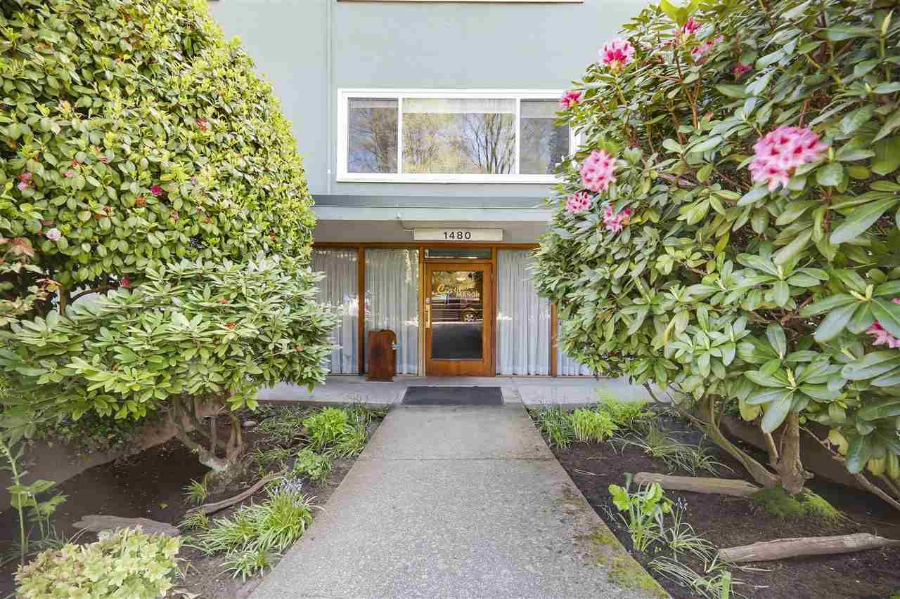 "Main Photo: 24 1480 ARBUTUS Street in Vancouver: Kitsilano Condo for sale in ""SEAVIEW MANOR"" (Vancouver West)  : MLS®# R2161002"