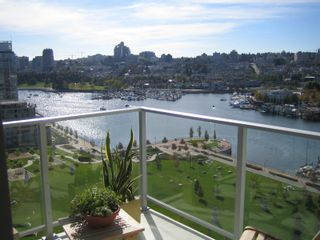 """Photo 1: 638 BEACH Crescent in Vancouver: False Creek North Condo for sale in """"ICON"""" (Vancouver West)  : MLS®# V618693"""