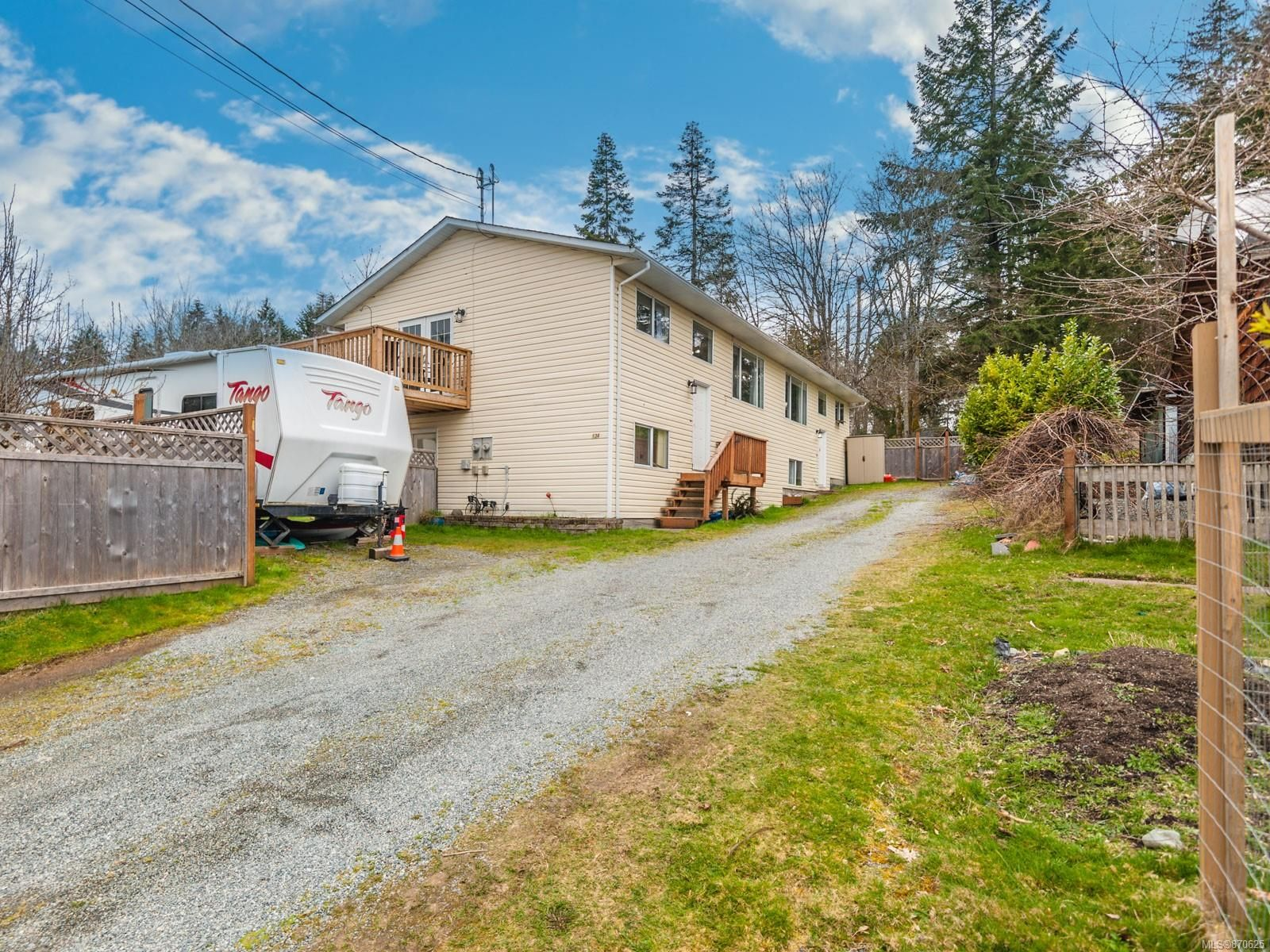 Main Photo: 1343 FIELDING Rd in : Na Cedar House for sale (Nanaimo)  : MLS®# 870625