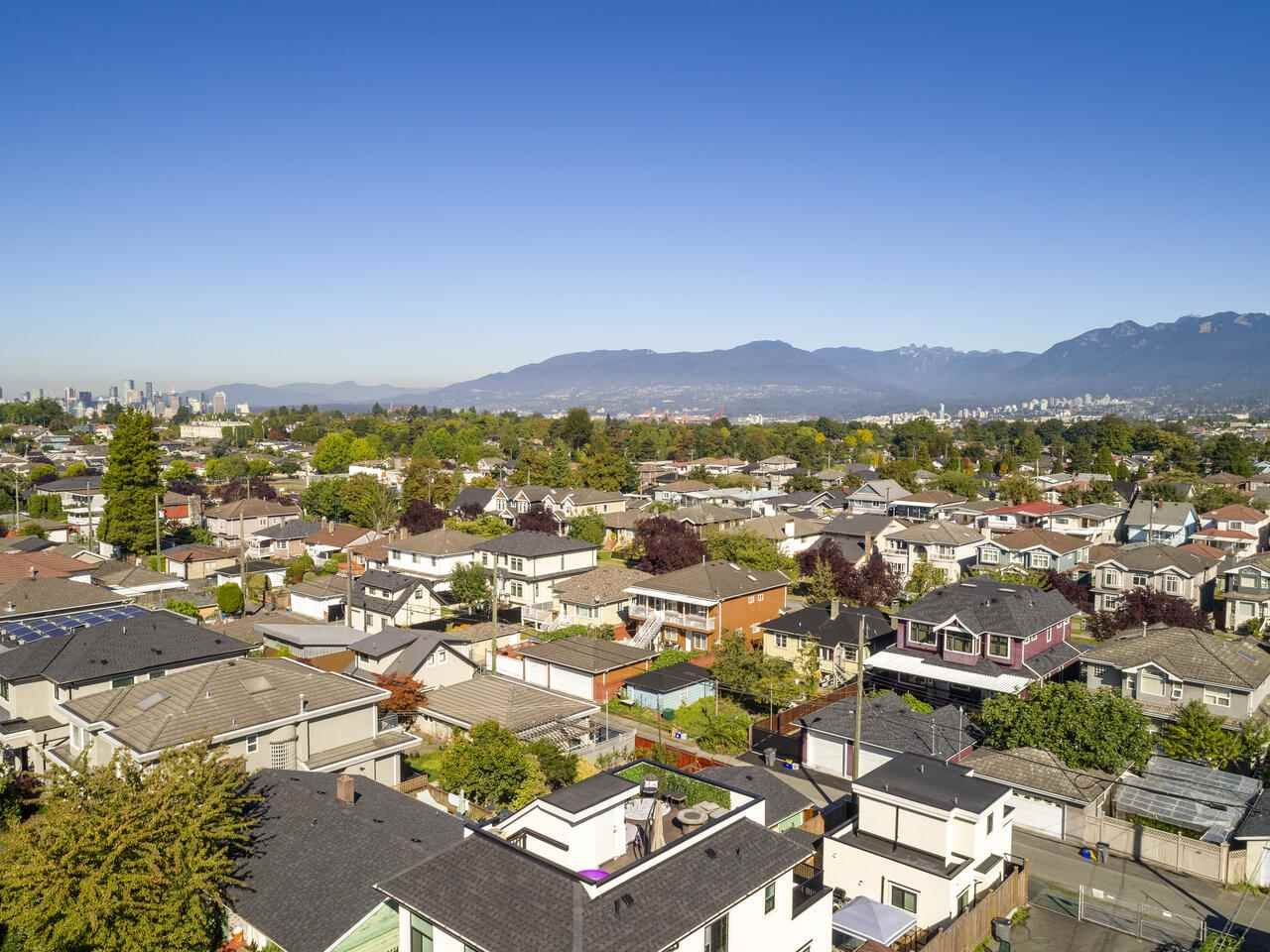 """Photo 4: Photos: 2796 E 4TH Avenue in Vancouver: Renfrew VE House for sale in """"Renfrew Heights"""" (Vancouver East)  : MLS®# R2496647"""