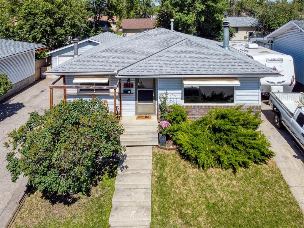 Main Photo: 1949 Lytton Crescent SE in Calgary: Ogden Detached for sale : MLS®# A1134396