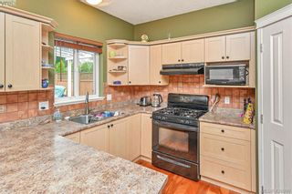 Photo 4: 102 Stoneridge Close in VICTORIA: VR Hospital House for sale (View Royal)  : MLS®# 841008