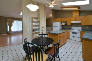 Photo 10: 480 PINE Avenue: Harrison Hot Springs House for sale : MLS®# R2093271