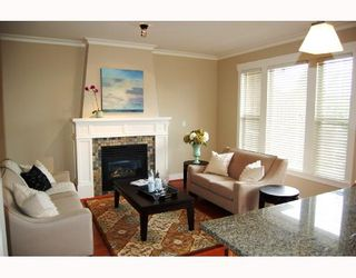 """Photo 6: 281 E QUEENS Road in North_Vancouver: Upper Lonsdale Townhouse for sale in """"QUEENS COURT"""" (North Vancouver)  : MLS®# V659757"""