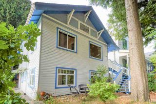 """Photo 1: 946 E 24TH Avenue in Vancouver: Fraser VE House for sale in """"FRASER"""" (Vancouver East)  : MLS®# R2405717"""