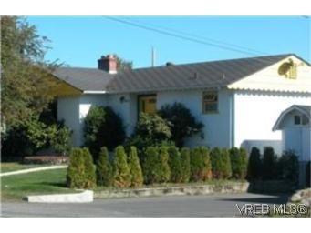 Main Photo:  in VICTORIA: SW Tillicum Half Duplex for sale (Saanich West)  : MLS®# 484459
