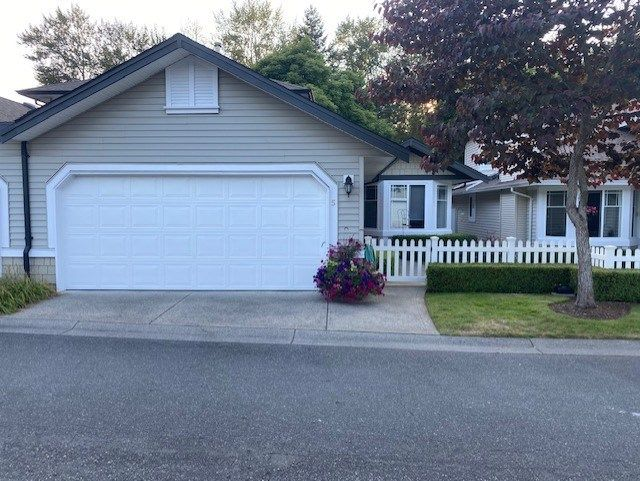 """Main Photo: 5 6488 168 Street in Surrey: Cloverdale BC Townhouse for sale in """"Turnberry"""" (Cloverdale)  : MLS®# R2484606"""