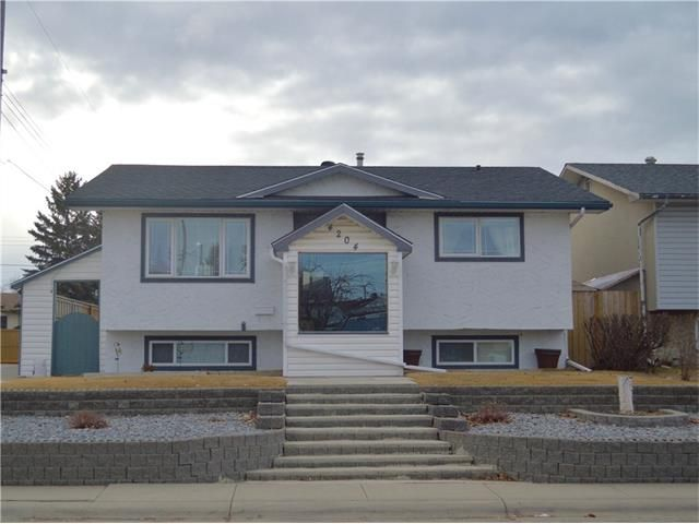 Main Photo: 4204 Dover View Drive SE in Calgary: Dover House for sale : MLS®# C4054174