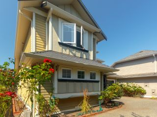 Photo 4: Master on Main in Detached Townhome in Sidney