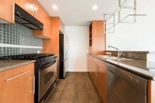 """Photo 11: 2302 583 BEACH Crescent in Vancouver: Yaletown Condo for sale in """"Park West 2 Yaletown"""" (Vancouver West)  : MLS®# R2179212"""