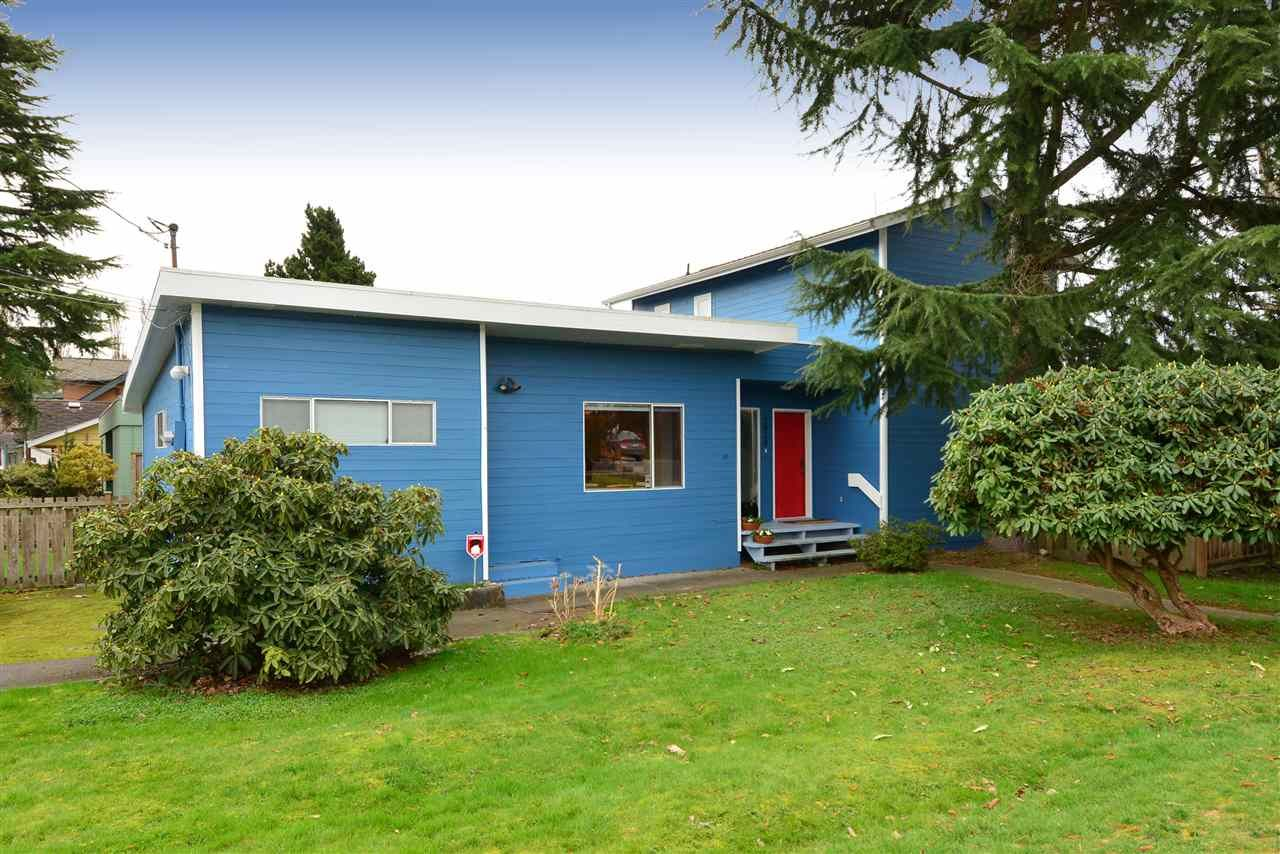 """Main Photo: 2958 KIDD Road in Surrey: Crescent Bch Ocean Pk. House for sale in """"Crescent Beach"""" (South Surrey White Rock)  : MLS®# R2039219"""