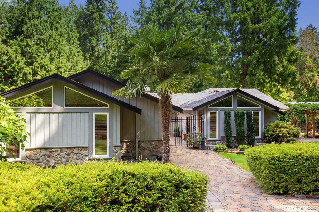 Main Photo: 1300 Clayton Rd in NORTH SAANICH: NS Lands End House for sale (North Saanich)  : MLS®# 820834