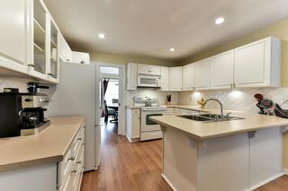 "Photo 2: 122 28 RICHMOND Street in New Westminster: Fraserview NW Townhouse for sale in ""CASTLERIDGE"" : MLS®# R2157628"