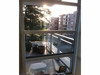 Photo 4: # 404 15152 RUSSELL AV: White Rock Condo for sale (South Surrey White Rock)  : MLS®# F1412237