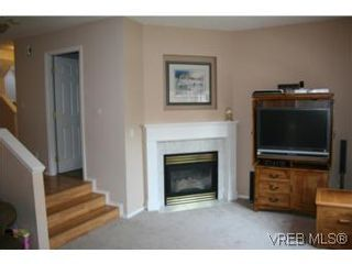 Photo 2: 122 710 Massie Dr in VICTORIA: La Langford Proper Row/Townhouse for sale (Langford)  : MLS®# 506044