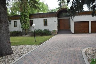 Photo 1: 874 Crescent Drive in Winnipeg: East Fort Garry Residential for sale (1J)  : MLS®# 202118522