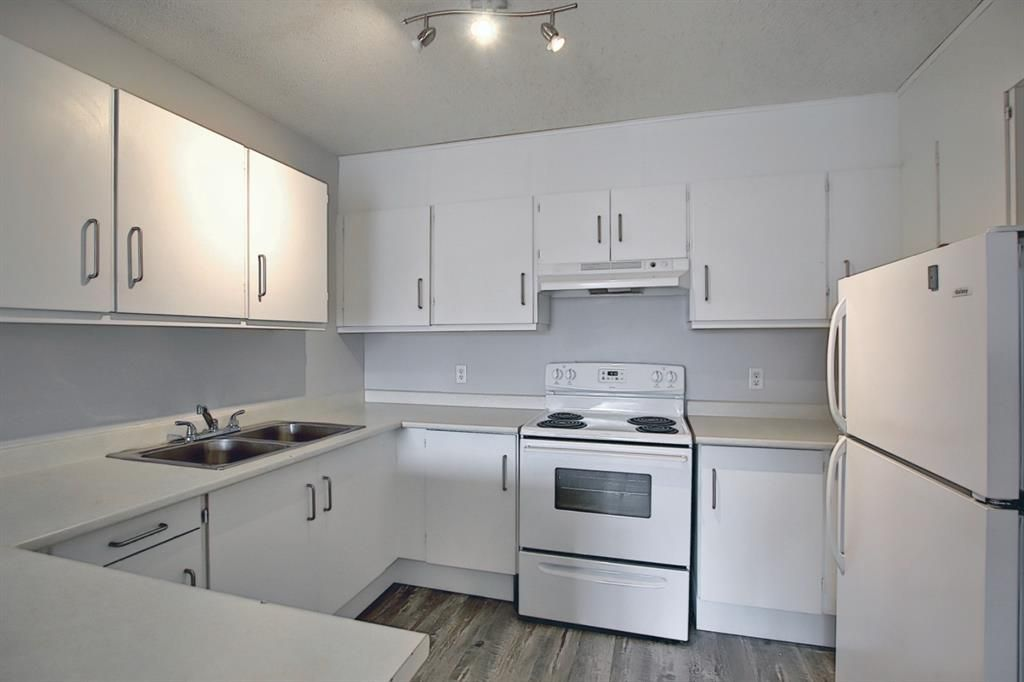 Main Photo: 140 3015 51 Street SW in Calgary: Glenbrook Row/Townhouse for sale : MLS®# A1092906