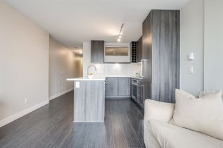 "Photo 7: 1604 668 COLUMBIA Street in New Westminster: Quay Condo for sale in ""TRAPP & HOLBROOK"" : MLS®# R2541245"
