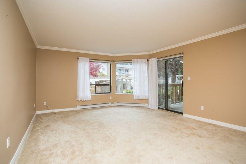 "Photo 12: Photos: 309 1353 VIDAL Street: White Rock Condo for sale in ""SEA PARK WEST"" (South Surrey White Rock)  : MLS®# R2516122"