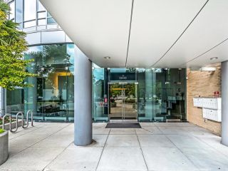 Photo 2: 2105 1033 MARINASIDE Crescent in Vancouver: Yaletown Condo for sale (Vancouver West)  : MLS®# R2614504