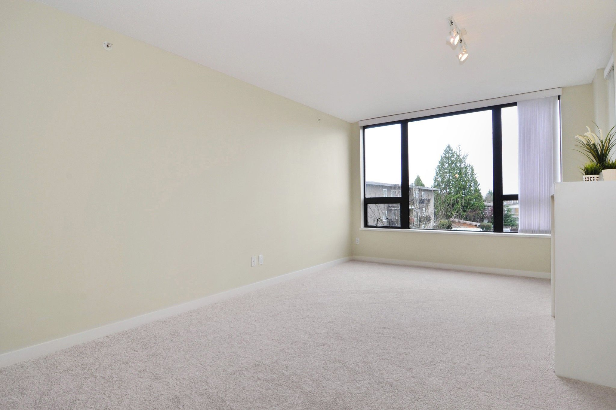 """Photo 3: Photos: 312 7138 COLLIER Street in Burnaby: Highgate Condo for sale in """"STANDFORD HOUSE"""" (Burnaby South)  : MLS®# R2224760"""