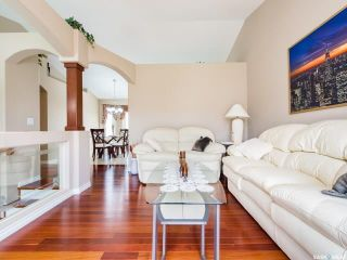 Photo 3: 214 Beechmont Crescent in Saskatoon: Briarwood Residential for sale : MLS®# SK779530