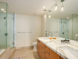 """Photo 15: 2301 1205 W HASTINGS Street in Vancouver: Coal Harbour Condo for sale in """"CIELO"""" (Vancouver West)  : MLS®# R2191331"""